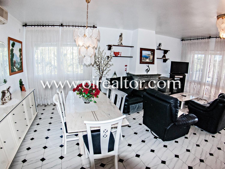 Красивый дом на продажу в урбанизации Кала Каньельес Льорет де Мар, Коста Брава