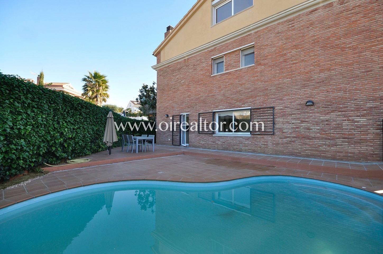 Encantadora casa en venta con piscina en premi de dalt for Piscina premia de mar