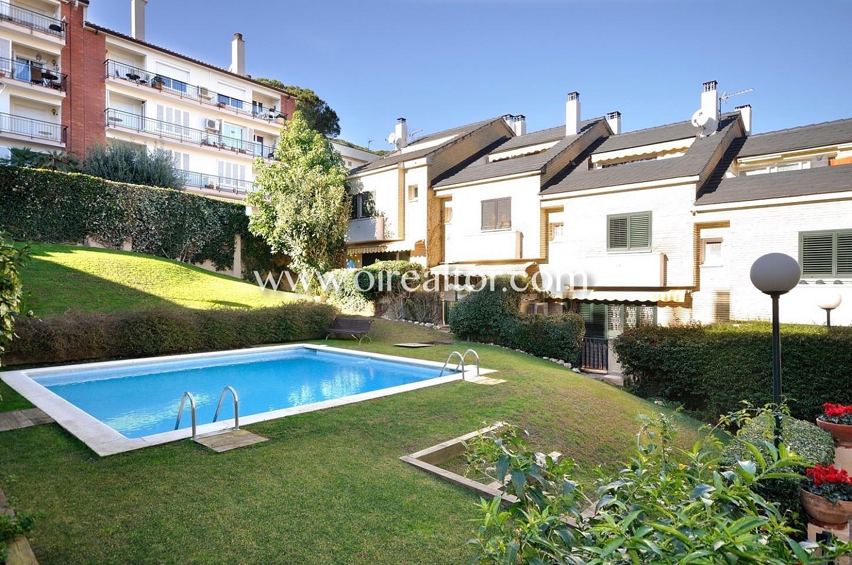 C ntrica casa adosada con piscina comunitaria en venta for Piscina sant andreu