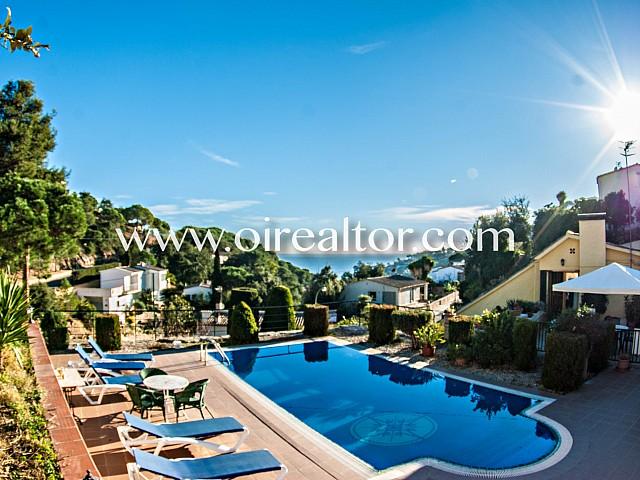 Deux maisons de ville à vendre dans la prestigieuse urbanisation Santa María de Llorell, Tossa de Mar