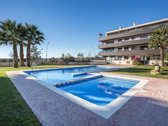 Fantástica Planta baja con piscina a la venta en Vilanova i la Geltrú.