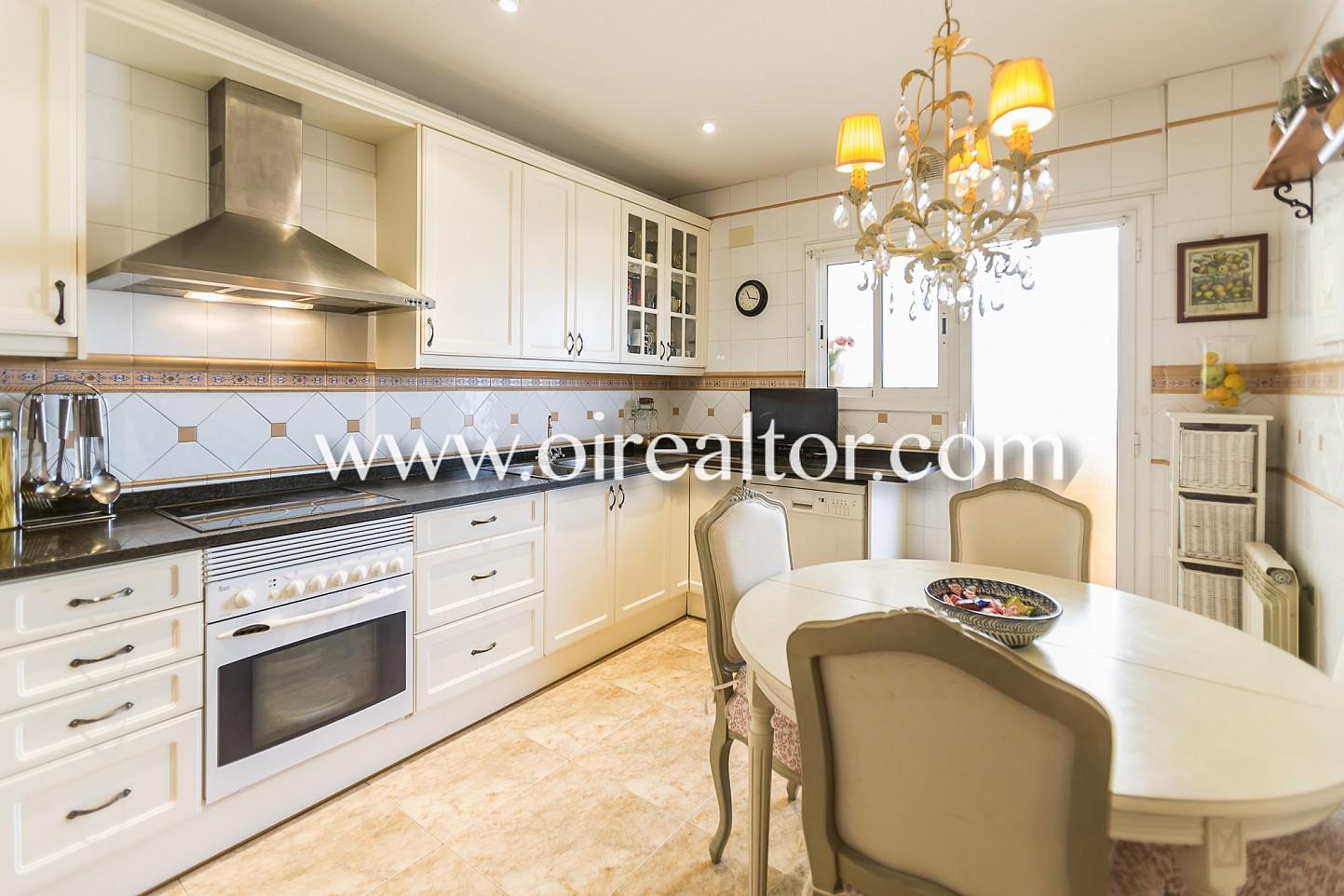 Amplio y luminoso apartamento en venta en el centro de - Muebles vilanova i la geltru ...
