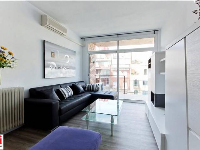 Salon spacieux et lumineux dans appartement luxueux en location à Barcelone