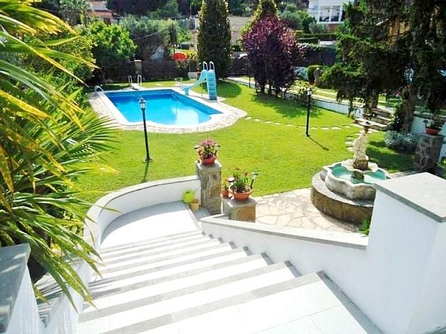 Espectacular casa con piscina en Urb. Can Quirze, Mataró