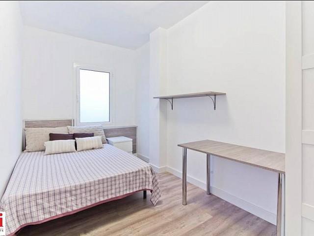 Chambre double cosy dans appartement luxueux en location à Barcelone