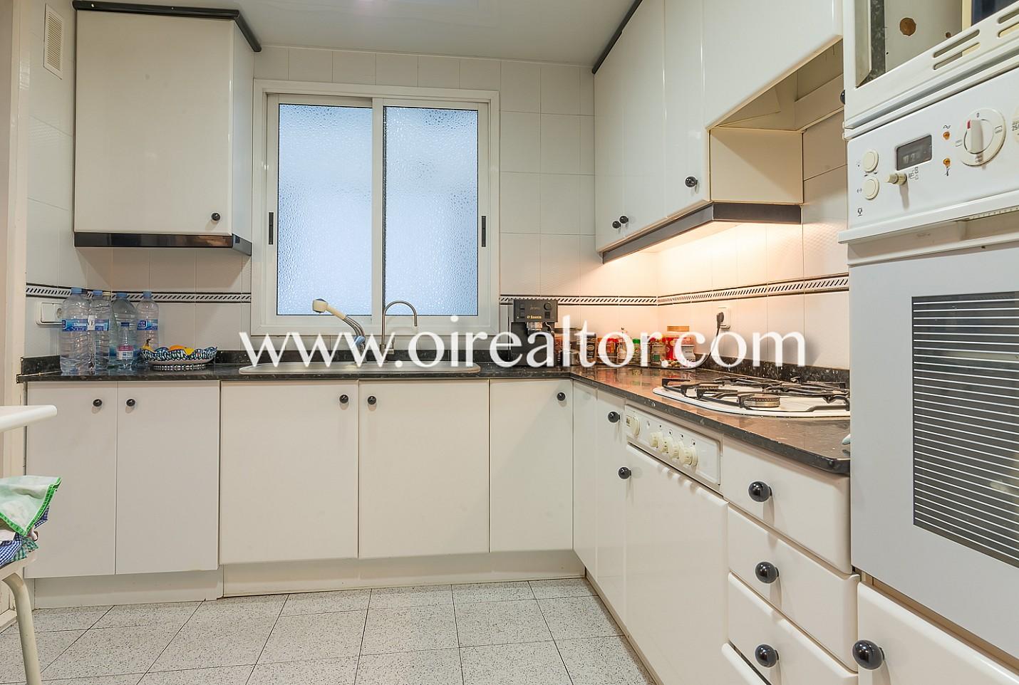 excelente piso en venta con vistas a sagrada familia barcelona oi realtor. Black Bedroom Furniture Sets. Home Design Ideas
