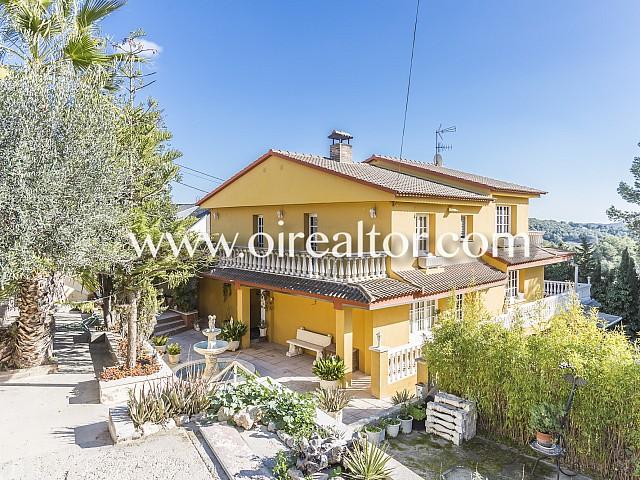 Fantastisches und ganz externes Haus zum Verkauf in einer grossen Parzelle von Olèrdola