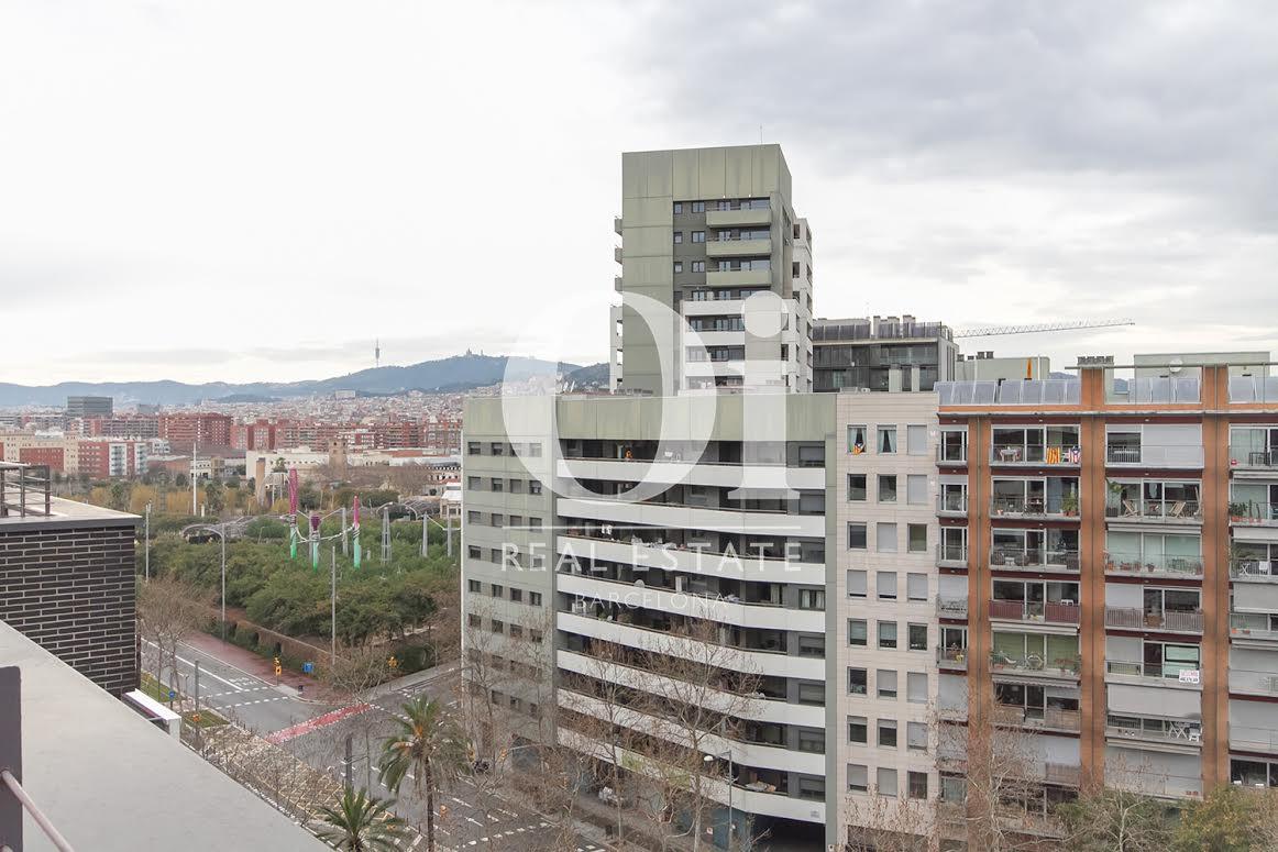 Vistas a la calle desde piso en venta en Diagonal Mar, Barcelona