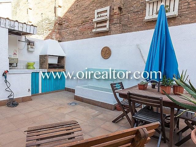 Helles Erdgeschoss zum Verkauf mit sonniger Terrasse von 25 m2 in Poblenou, Barcelona