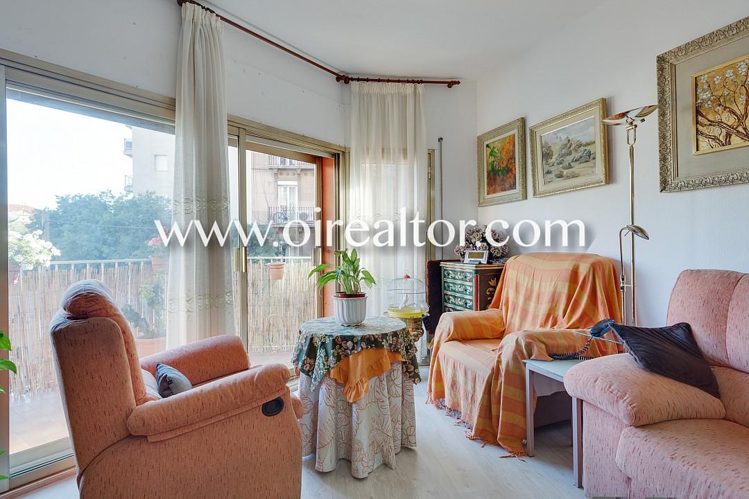 Luminoso piso a dos calles de sagrada familia barcelona - Piso sagrada familia ...