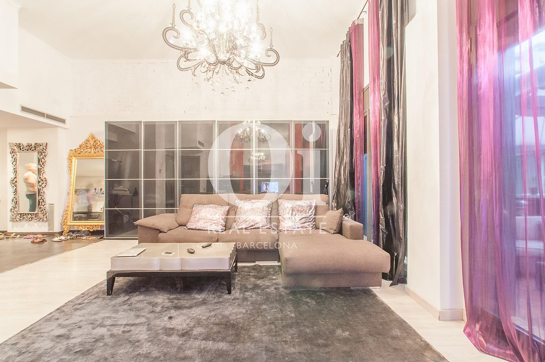 Cuarto de estar de piso en venta en zona de Poblenou, Barcelona