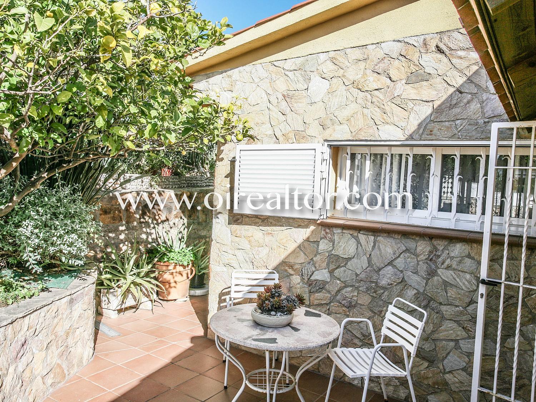 Продается красивый дом с панорамным видом на пляж Кала Каньель в Ллорет де Мар, Коста Брава.