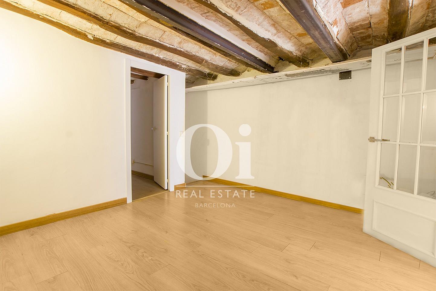 Habiatción de piso dúplex en venta en la zona de Poblenou, Barcelona