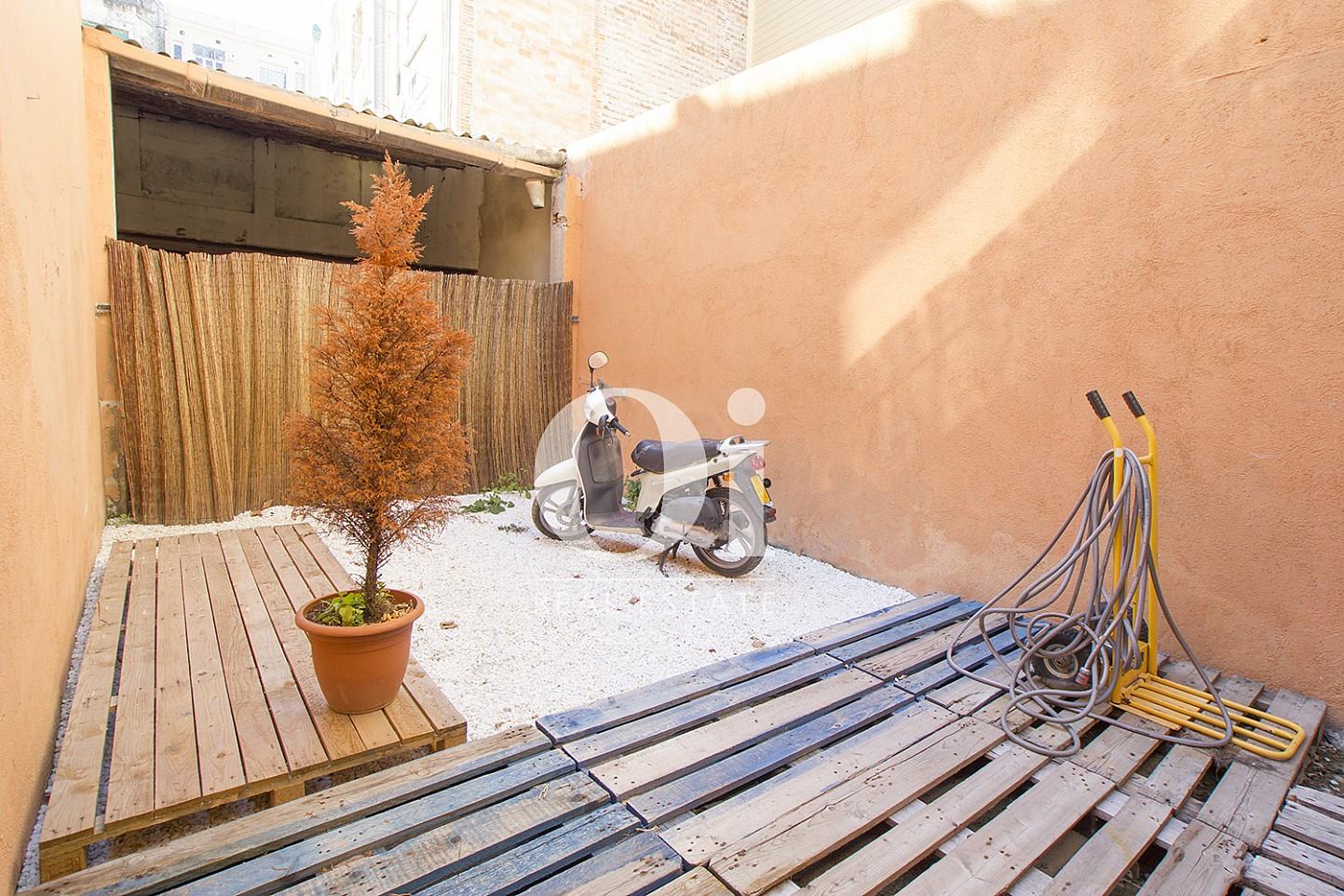 Terraza interior de piso dúplex en venta en Poblenou, Barcelona