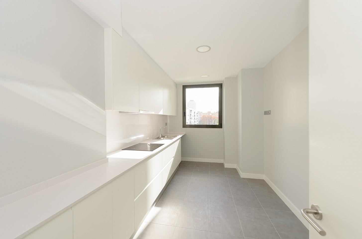 Acogedor piso a estrenar en venta en la marina de port barcelona oi realtor - Subastas de pisos en barcelona ...