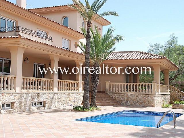 Large Mediterranean villa for sale next to the beaches of Tarragona