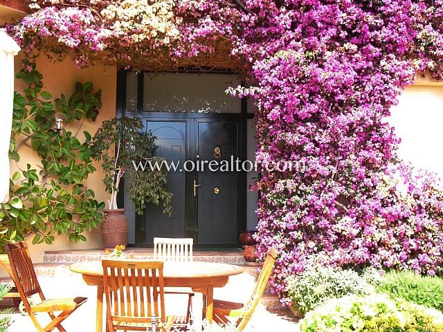 Original y encantadora casa en venta en la lujosa urbanización El Mas Ram, Badalona