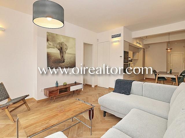 Ausgezeichnete hohe und helle Wohnung mit Balkon in Eixample Esquerra, Barcelona