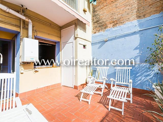 美女设计师的公寓在老城区巴塞罗那的销售与阳光露台