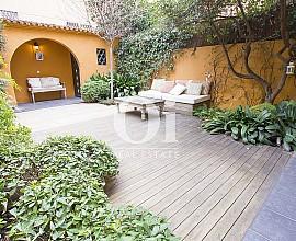 Alquiler de magnífica casa de tres pisos en zona alta de Barcelona