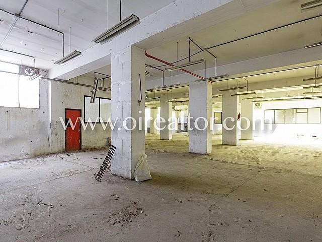 vente semi-sous-sol local avec de nombreuses possibilités dans Villa Olimpica, Barcelone