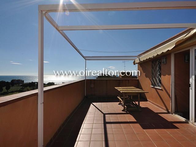 Beautiful duplex penthouse with spectacular sea views between the neighborhood of Havana and Cinc Sènies in Mataró