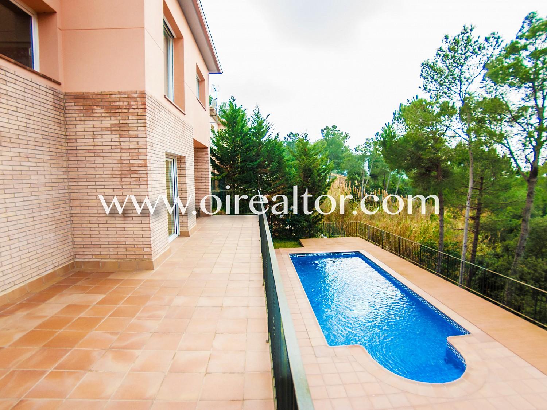 Новая и солнечная вилла с собственным бассейном в урбанизации Санта Кристина,  Бланес