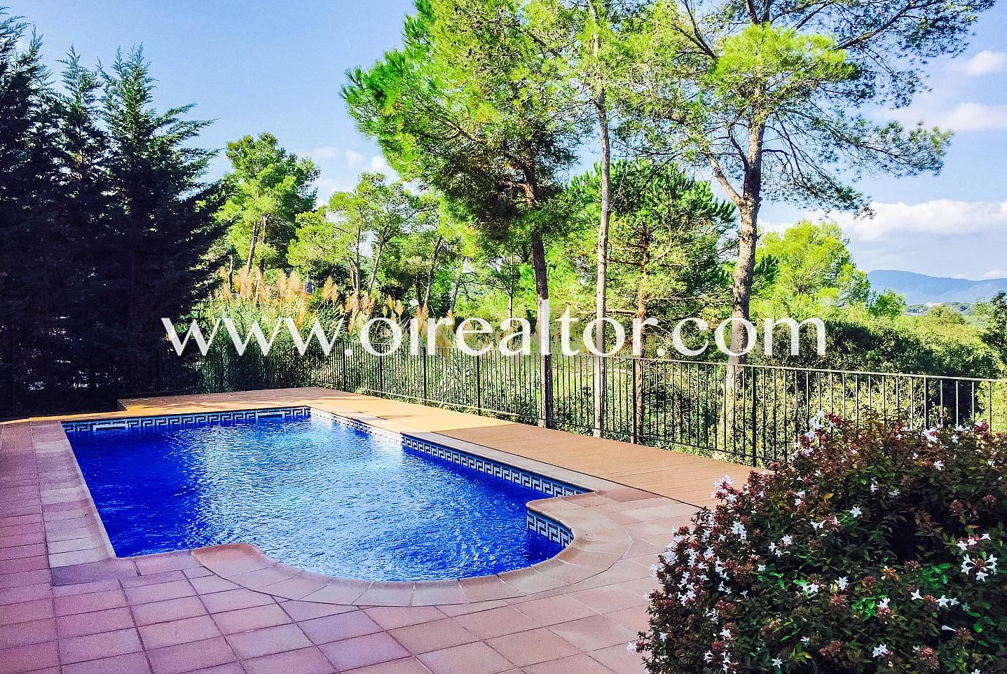 Cautivante casa en venta con piscina propia en el for Apartamentos con piscina propia