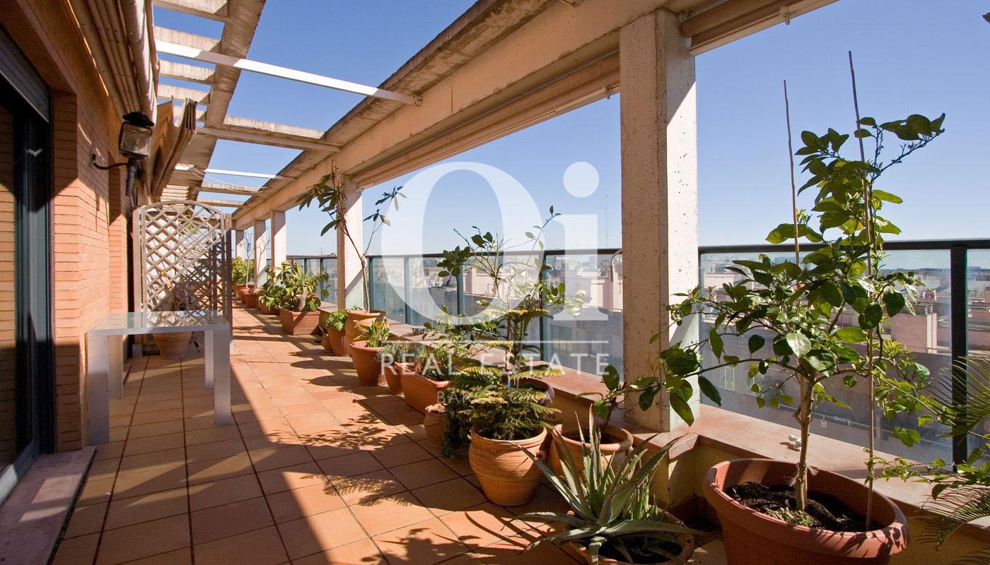 Blick auf die Terrasse der Dachwohnung zum Verkauf