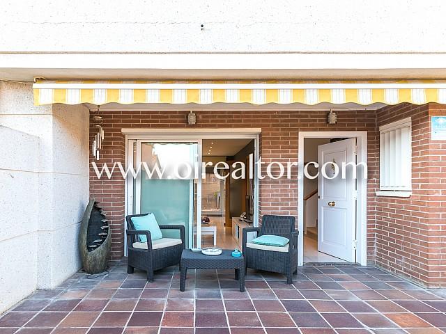 无可挑剔的房子在普雷米亚 - 德达尔特,Maresme的中心发售