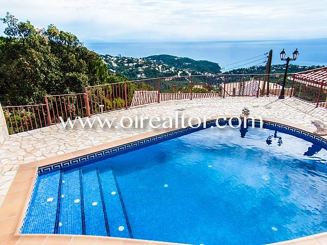 Maravillosa casa en venta con vistas panorámicas al mar en la urbanización Serra Brava en Lloret de Mar