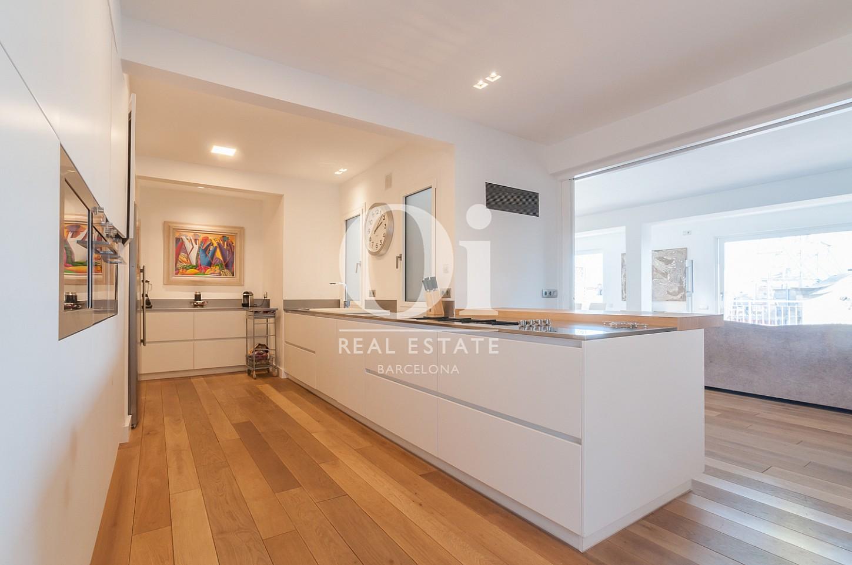 Blick in die Küche vom Penthouse zum Verkauf im Eixample.