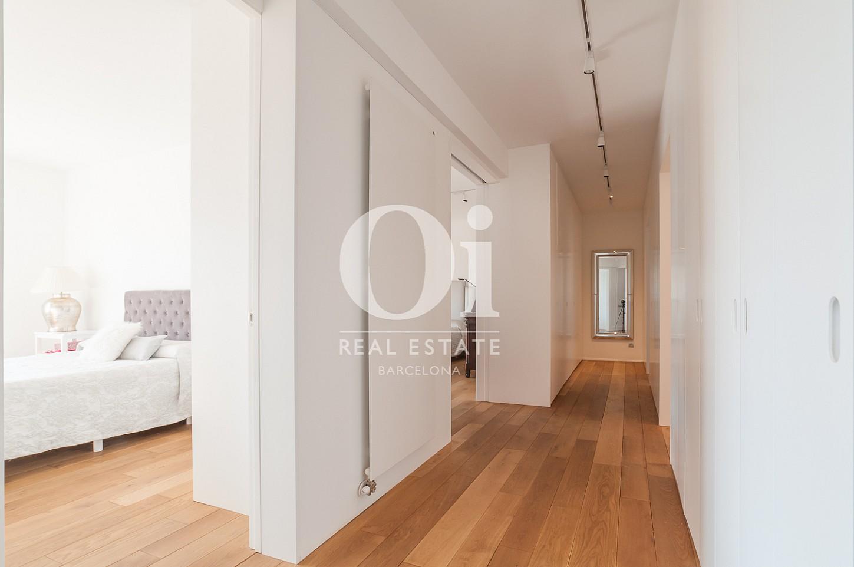 коридор и часть спальни эксклюзивного пентхауса на продажу в Эйшампле