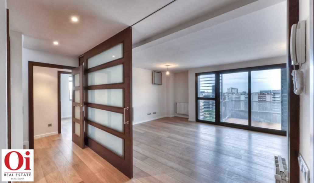 Pièce lumineuse et spacieuse dans appartement luxueux en vente à Barcelone