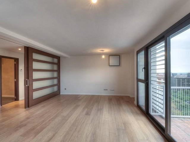 Acceso a galería de piso ático dúplex en Les Tres Torres, Barcelona