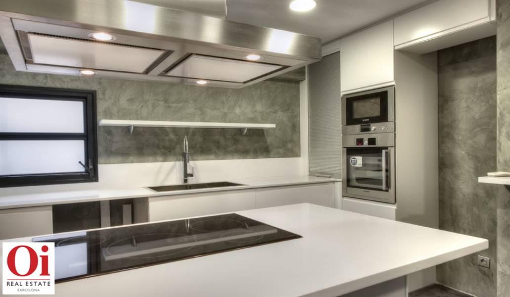 Luxuriöse Küche im Duplex-Penthouse zum Verkauf in der Ronda General Mitre im Viertel Sarria-Tres Torres
