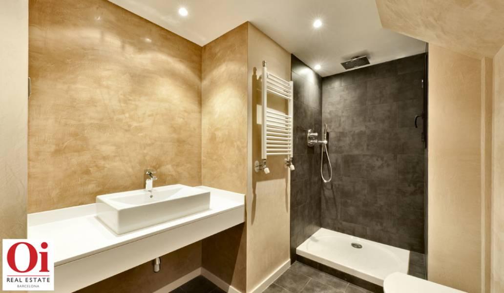 Wunderschönes Badezimmer im Duplex-Penthouse zum Verkauf in der Ronda General Mitre im Viertel Sarria-Tres Torres