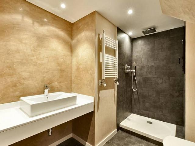 Baño de piso ático dúplex en Les Tres Torres, Barcelona
