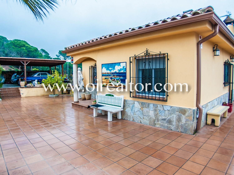 Великолепный дом для продажи в урбанизации Лос Пинарес в Льорет-де-Мар, Коста-Брава