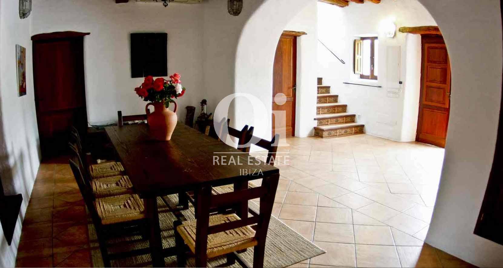 Blick in das Bauernhaus zur Miete auf Ibiza
