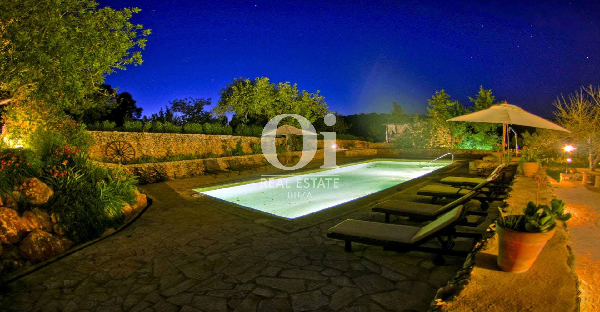Vistas nocturnas de casa de alquiler de estancia en  San Rafael, Ibiza