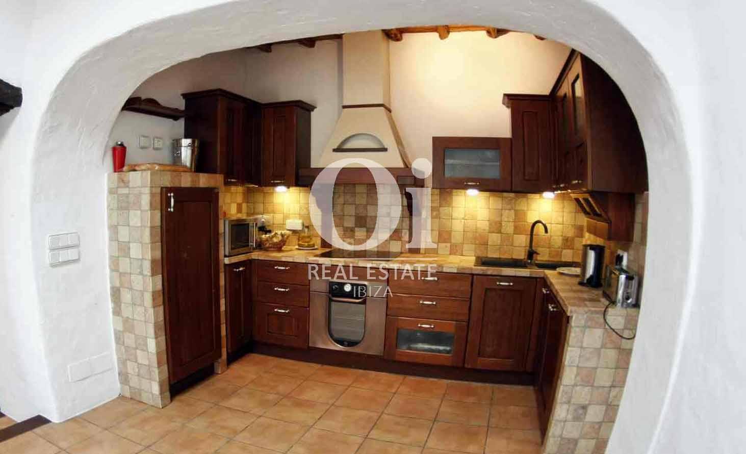 Blick in die Küche vom Bauernhaus zur Miete auf Ibiza
