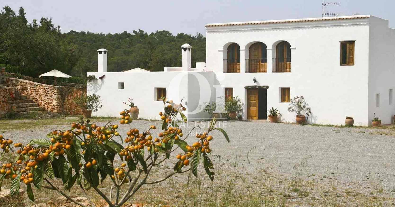 Blick auf das Bauernhaus zur Miete auf Ibiza