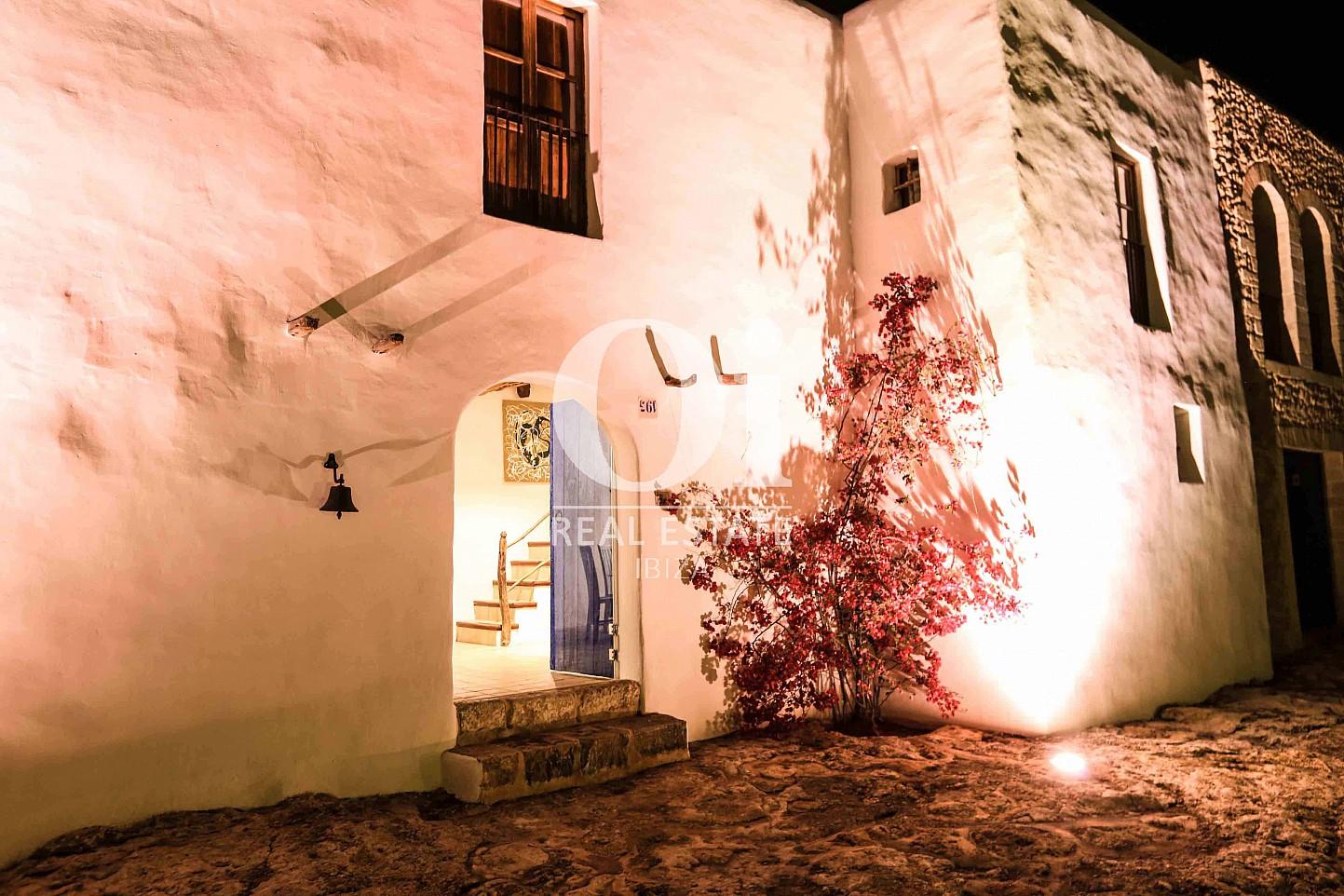 Fachada de casa en alquiler vacacional en zona Puig d'en Valls, Ibiza