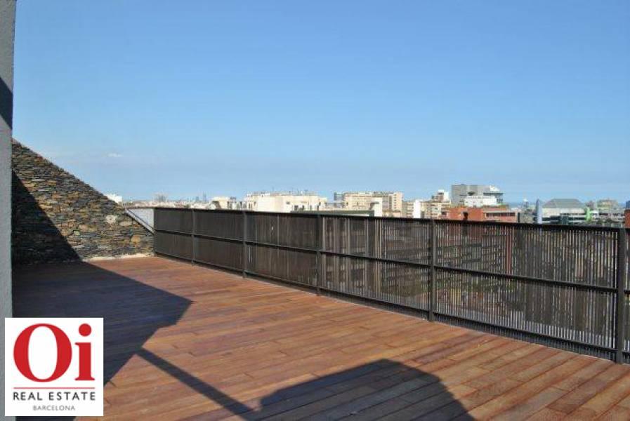Grande terrasse lumineuse dans appartement luxueux en vente à Barcelone