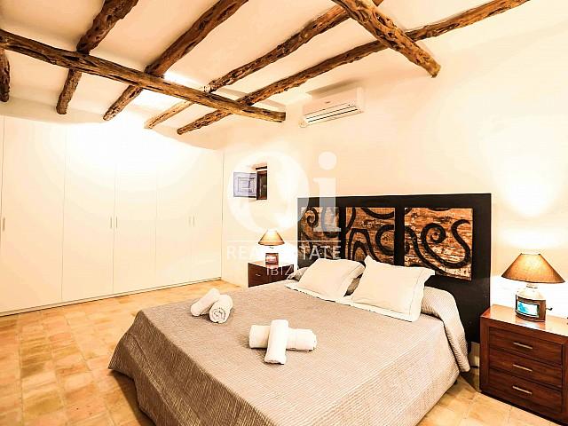 Blick in ein Schlafzimmer der Villa zur Miete Woche, Ibiza