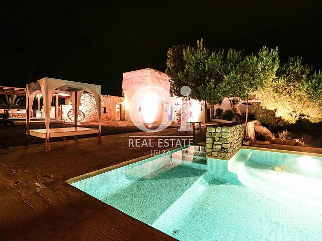 Jardin et piscine de villa de séjour à Puig d'en Valls, Ibiza