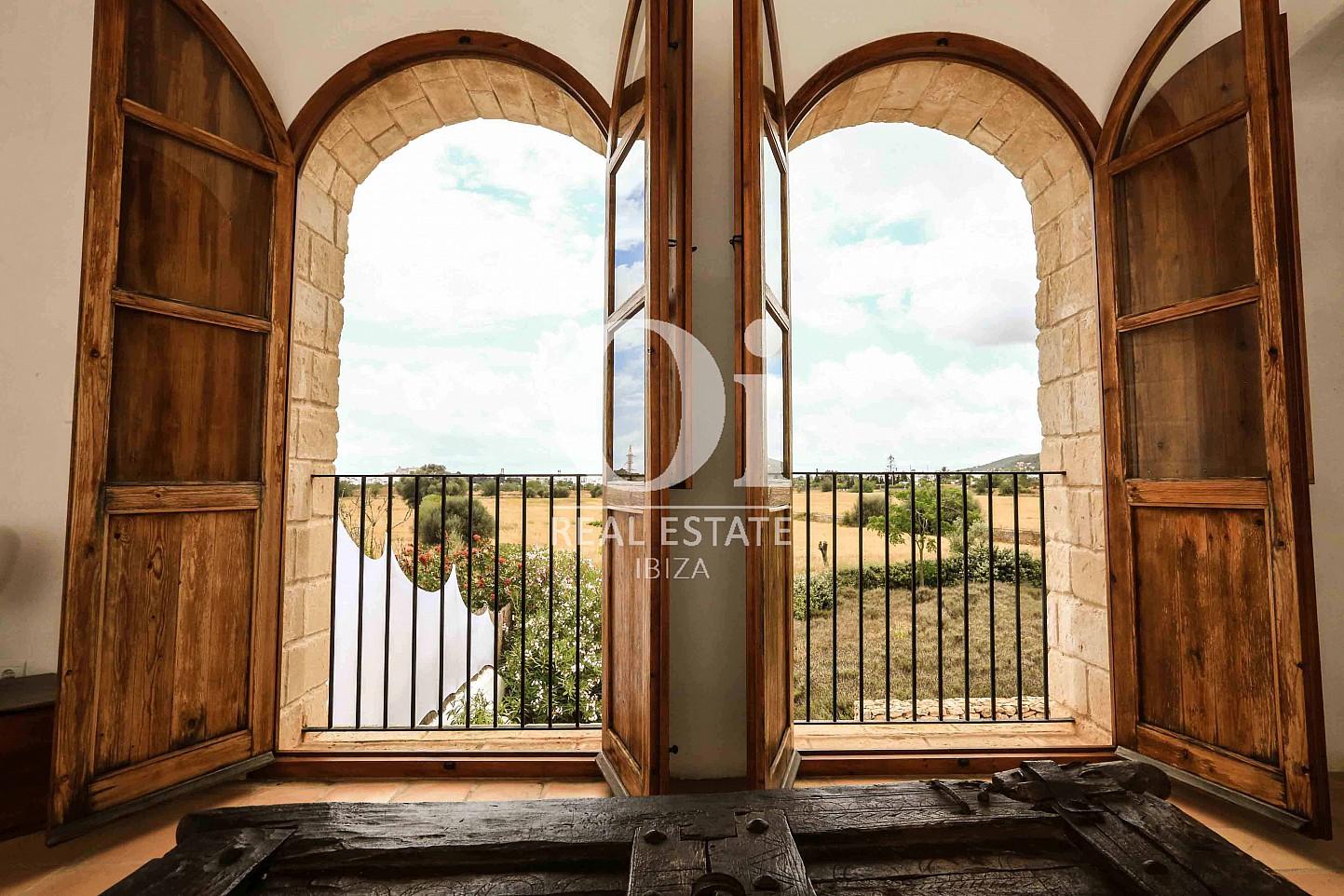 Balcón con preciosas vistas de casa de alquiler de estancia en Puig d'en Valls, Ibiza
