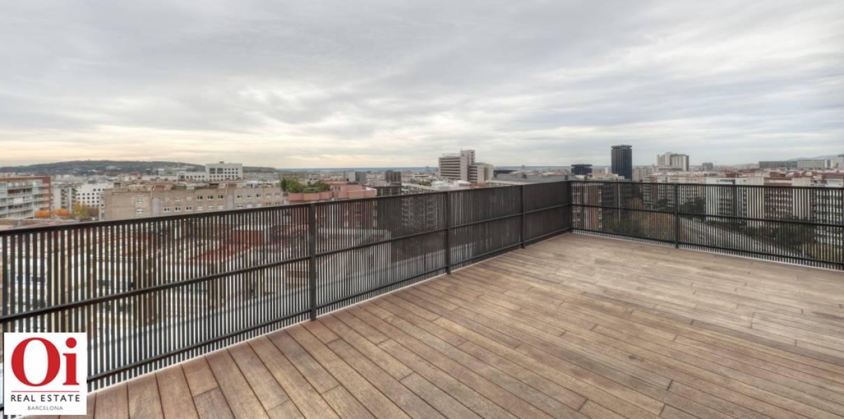 Grande terrasse exposée dans appartement luxueux en vente à Barcelone