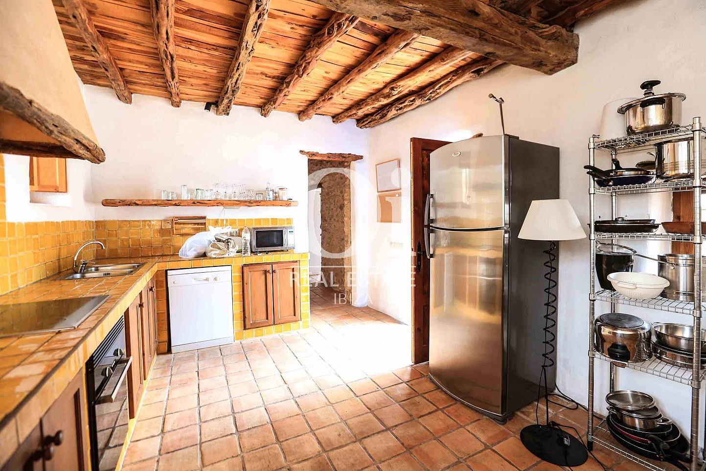 Cocina de casa en alquiler vacacional en zona Puig d'en Valls, Ibiza